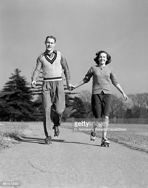 1940s SMILING TEENAGE...