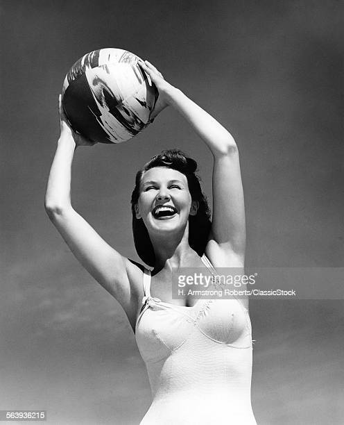 1940s SMILING WOMAN IN...
