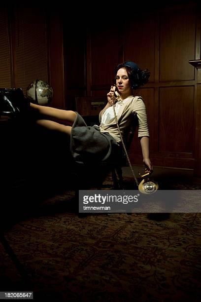 Mulher de negócios de estilo da década de 1940