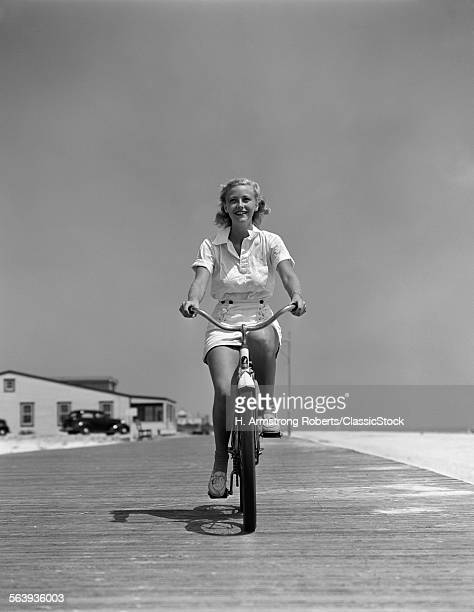 1940s SUMMER TIME SMILING...