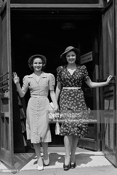 1940s TWO SMILING WOMEN...