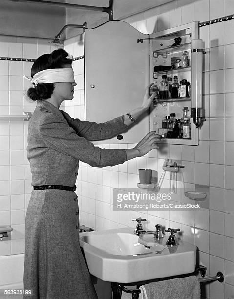 1940s WOMAN WEARING...