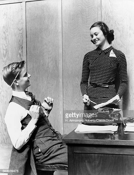 1940s YOUNG TEENAGE COUPLE...