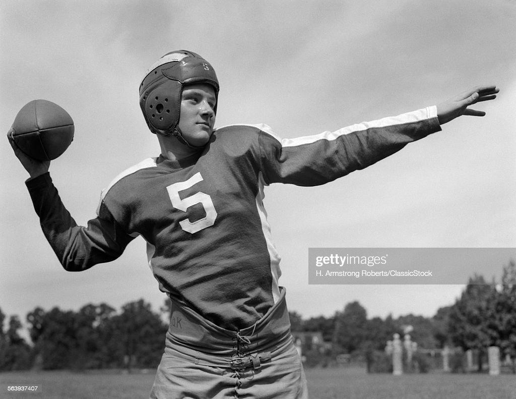 1940s YOUNG TEENAGE... : News Photo