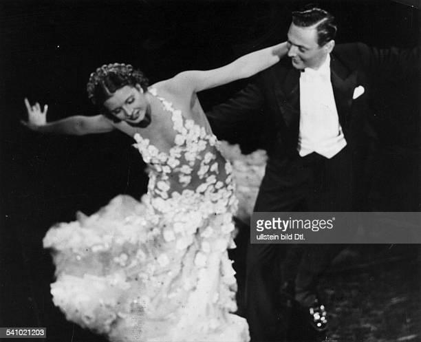 1905 1940Schauspielerin Tänzerin D Ain einer Tanzszene mit Paal RoschbergRegie Hans ZerlettD 1938Aufnahme Presse Hoffmannveröffentlicht BZ