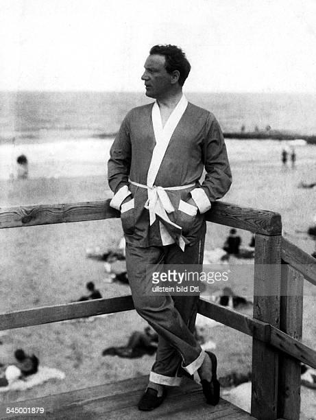 1891 1948Sänger A eigentl RichardDenemy am Strand von Westerland auf Sylt oJ