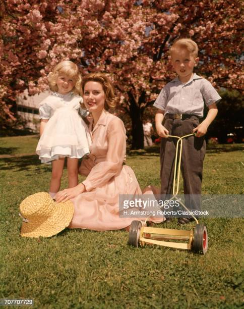 1950s 1960s REDHEAD MOTHER...