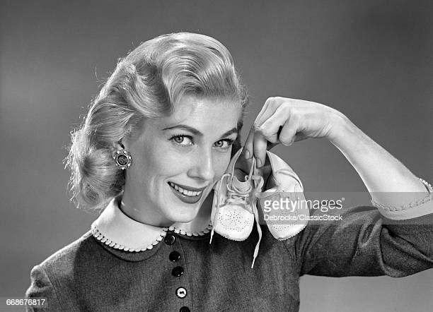 1950s 1960s SMILING BLOND...