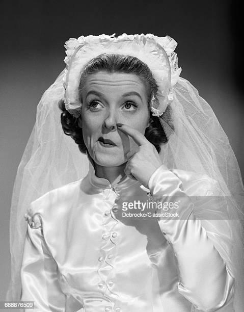 1950s BRIDE SCRATCHING...