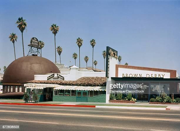 1950s BROWN DERBY RESTAURANT WILSHIRE BOULEVARD LOS ANGELES CALIFORNIA USA