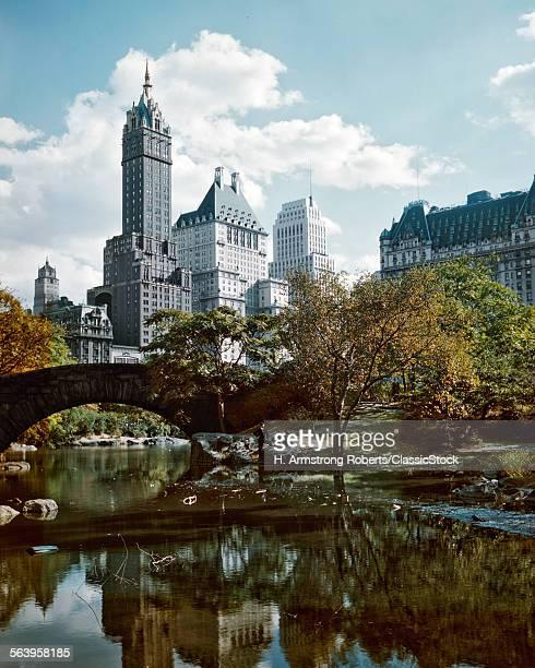 1950s CENTRAL PARK 59TH STREET PLAZA AND SHERRY NETHERLANDS HOTELS SPRINGTIME NEW YORK CITY USA