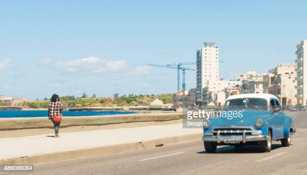 jaren 1950 oldtimer rijden de Malecon Havana Cuba Reizen bestemming