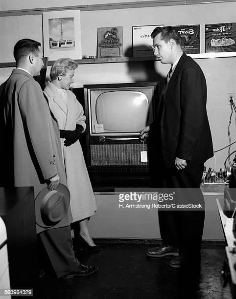 1950s COUPLE WITH SALESMAN...