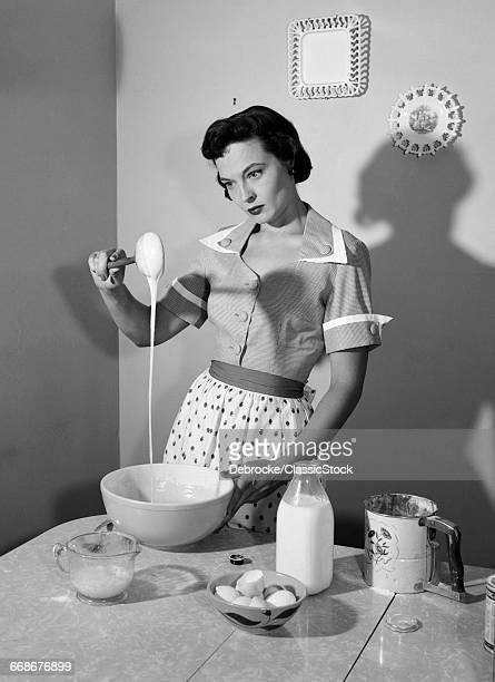 1950s DISTRACTED HOUSEWIFE...
