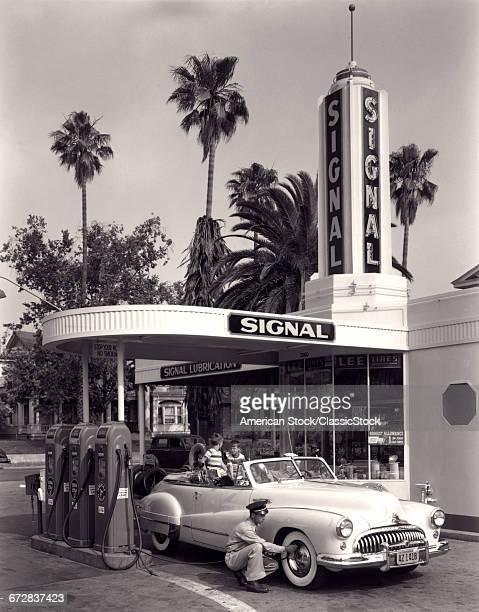 1950s FAMILY IN...