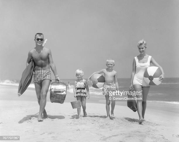 1950s FAMILY OF FOUR...