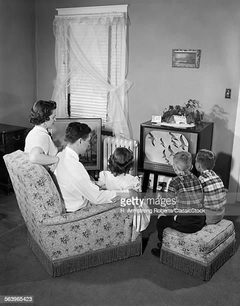 1950s FAMILY WATCHING...