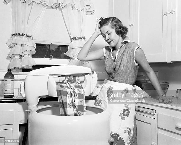 1950s FRUSTRATED HOUSEWIFE...