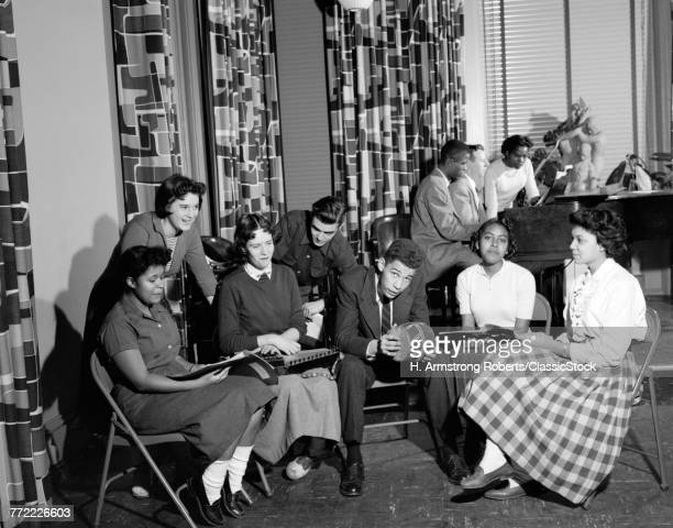 1950s GROUP DIVERSE MIXED ETHNIC TEENS SOCIALIZING COLLEGE FELLOWSHIP HOUSE