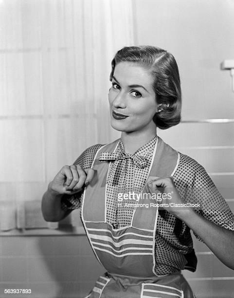 1950s HOMEMAKER WEARING...