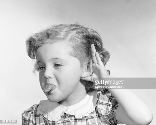 1950s LITTLE GIRL MAKING...