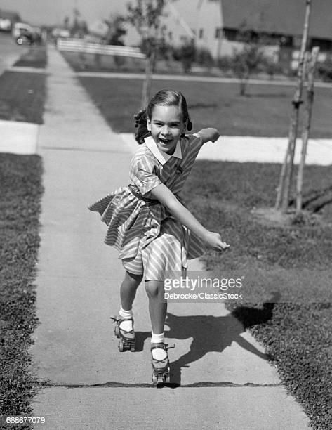1950s LITTLE GIRL ROLLER-SK...