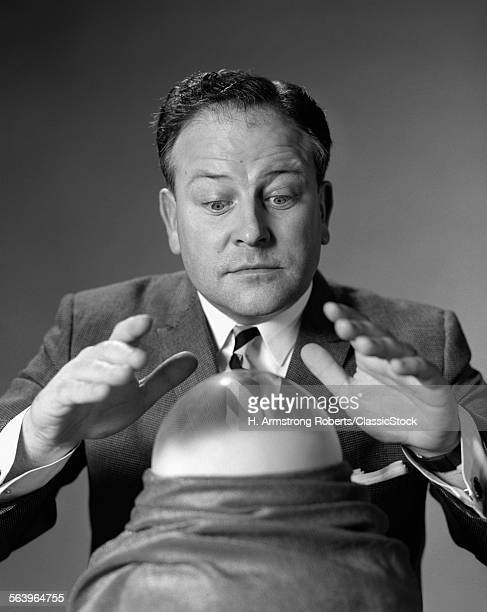 1950s MAN IN SUIT & TIE...