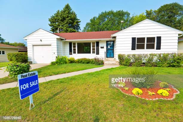 1950s mid-century modern bungalow real estate for sale - real estate sign stock pictures, royalty-free photos & images