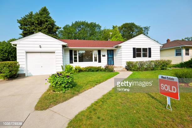 1950s mid-century modern bungalow real estate for sale with sold sign - sold out stock pictures, royalty-free photos & images