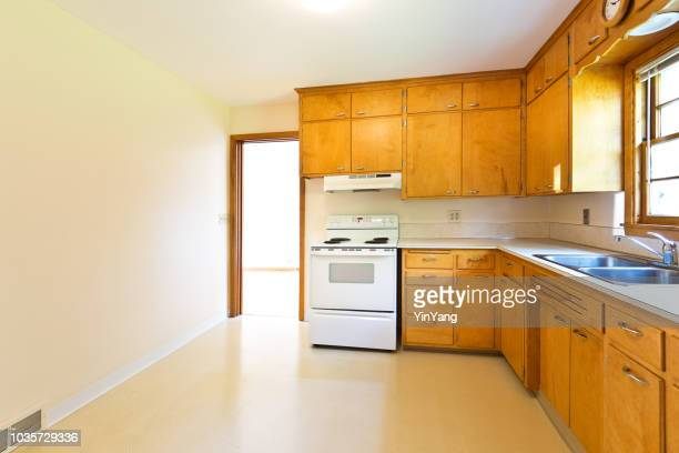 1950s mid-century modern bungalow real estate interior kitchen - stereotypically middle class stock pictures, royalty-free photos & images