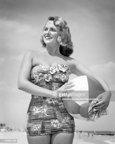 1950s PORTRAIT OF SMILING...