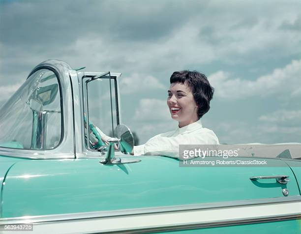 1950s SMILING WOMAN...