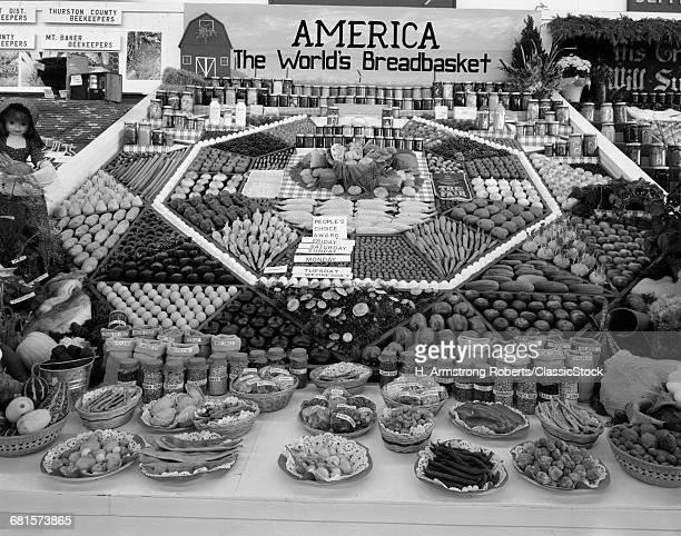 1950s SPREAD OF FARM...