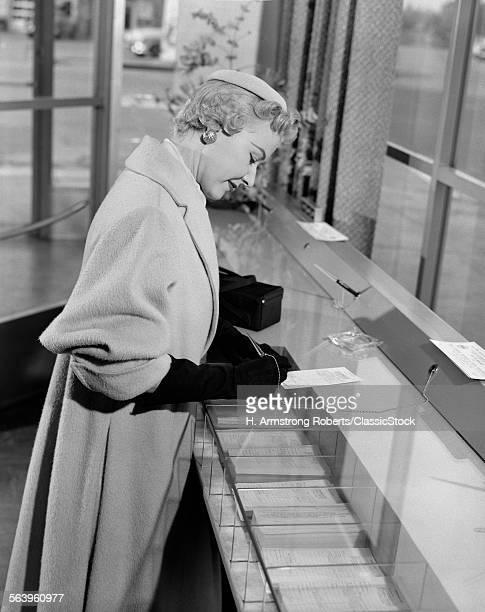 1950s STYLISH WOMAN...