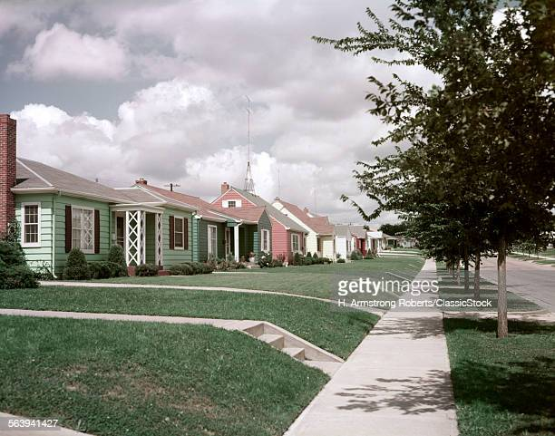 1950s SUBURBAN STREET...