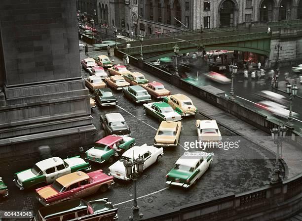 1950s TRAFFIC JAM ON RAINY DAY AROUND GRAND CENTRAL STATION MANHATTAN NEW YORK USA