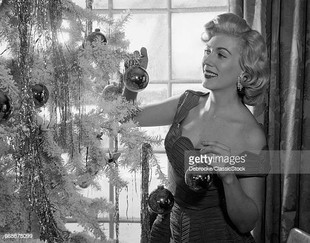1950s WOMAN DECORATING...