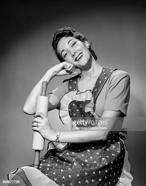 1950s WOMAN HOUSEWIFE...