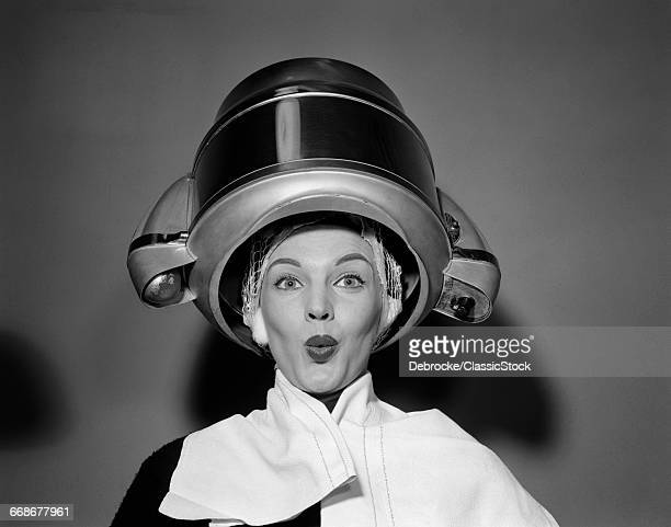 1950s WOMAN UNDER HAIR...