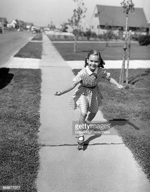 1950sMILING GIRL ROLLER...