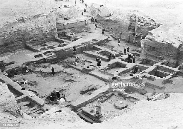 1952Iraq Members of the University of Chicago and University of Pennsylvania expedition to Nippur Iraq digging in a city of the 20th century BC...