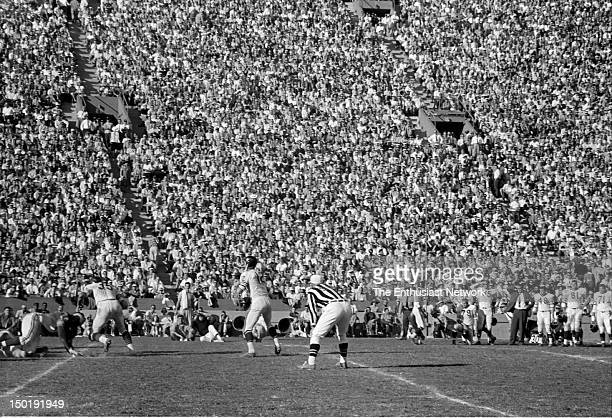 Chicago Bears at Los Angeles Rams Football Los Angeles Memorial Coliseum Bears quarterback Zeke Bratkowski gets set to throw the ball