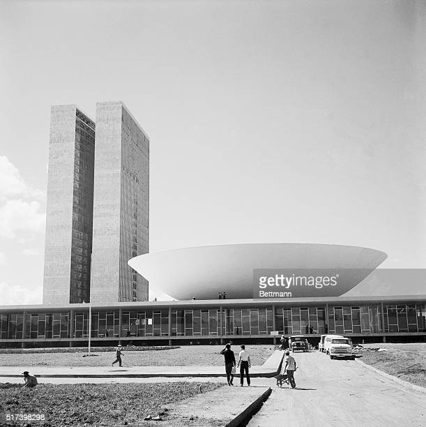 Senate of new Brazilian capital is like a halfanorange Photo shows details from ground level Filed 4/29/1960