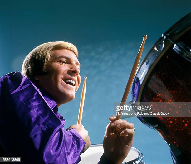 1960s 1970s MAN PLAYING DRUMS DRUMMER MUSICIAN ROCK MUSIC
