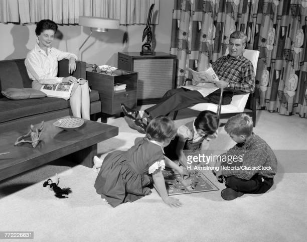 1960s FAMILY OF 5 LIVING...