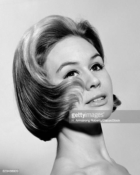 1960s FASHION PORTRAIT OF...