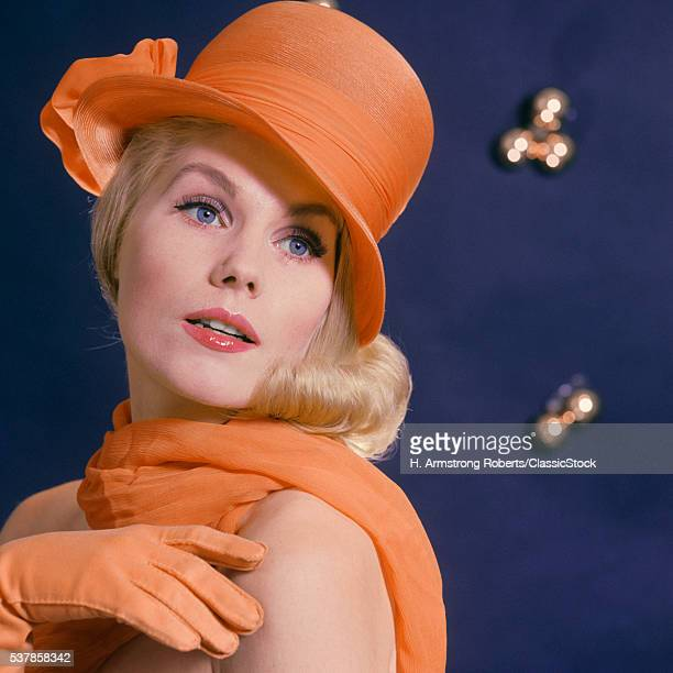 1960s FASHIONABLE BLOND...