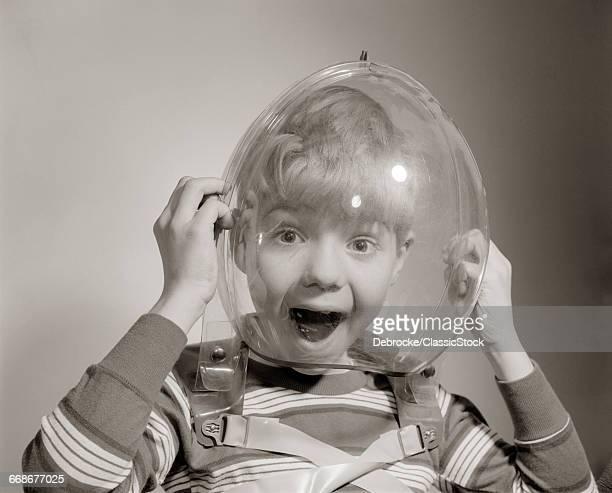 1960s PORTRAIT OF BOY...