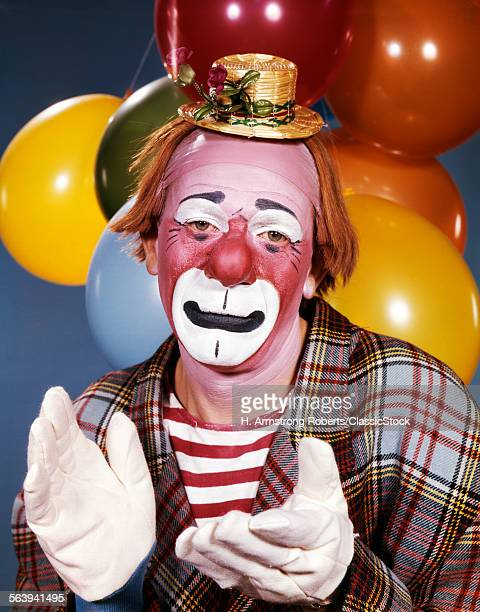1960s PORTRAIT OF CLOWN...