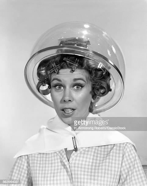 1960s PORTRAIT OF WOMAN IN...